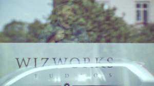 Johan Bodin i fönstret på Wizworks